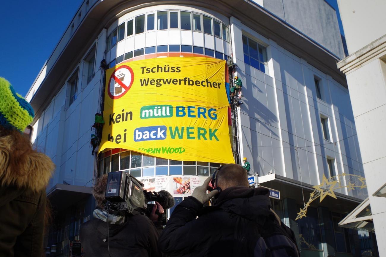 Aktion gegen Wegwerfbecher in Essen