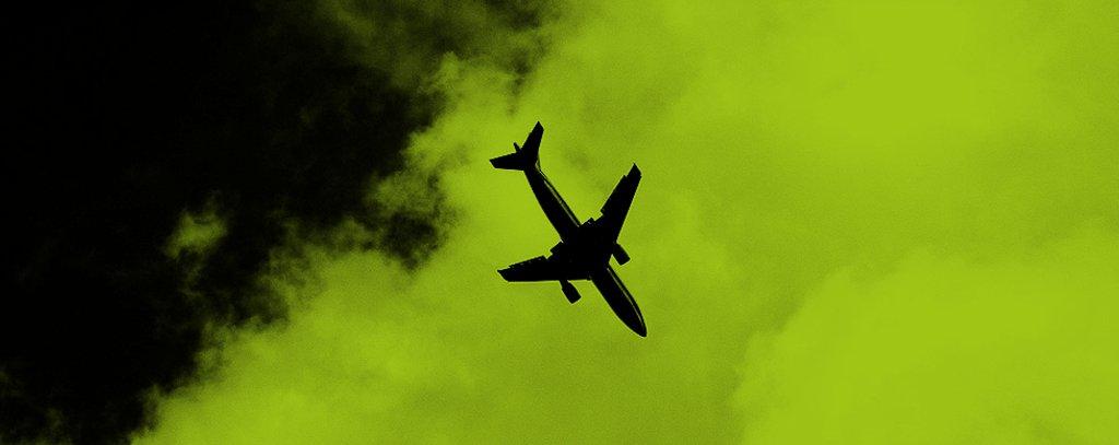 Flugzeug im Abwärtsflug