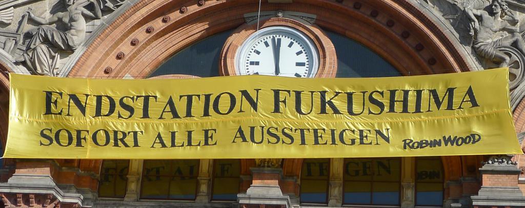 Aktionsfoto Fukushima-Jahrestag 2014am Bremer Hauptbahnhof