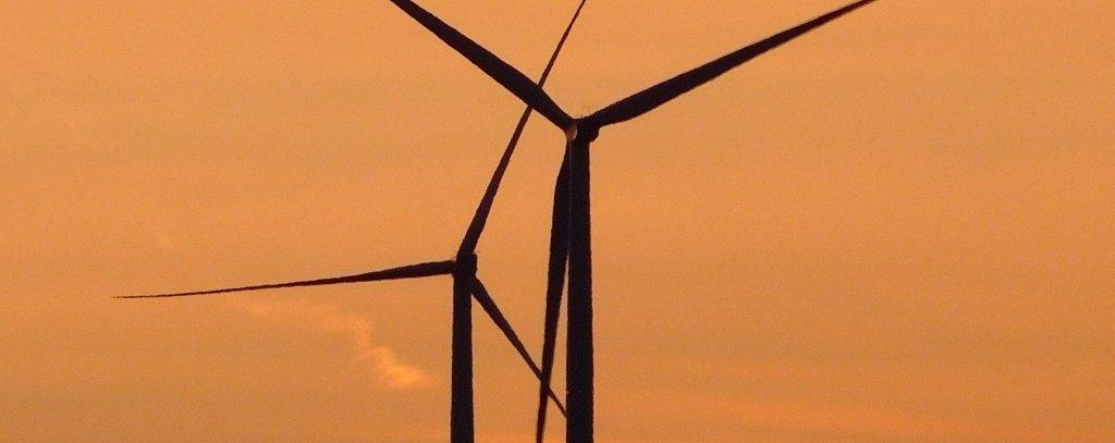 Windräder im Abendrot