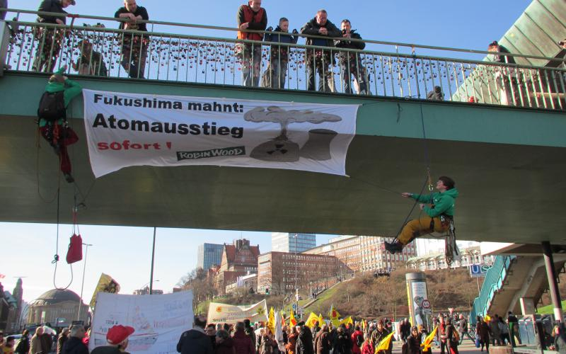 Fukushima mahnt - Demontration in Hamburg am 11.03.2017