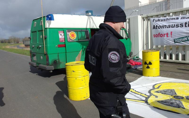 Protest am AKW Brokdorf - Besuch der technischen Einheit der Polizei