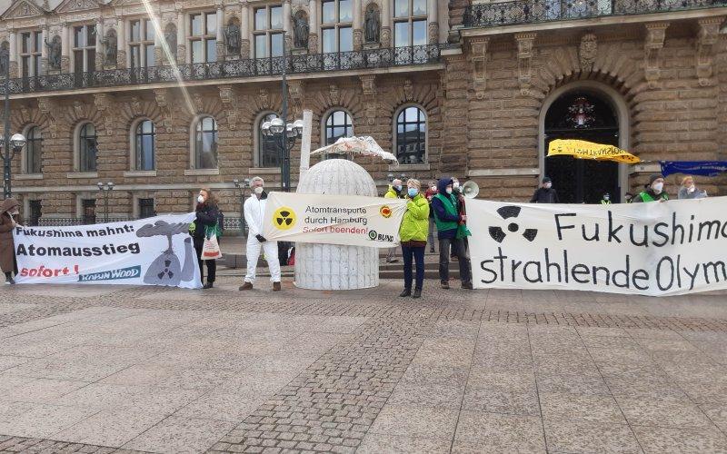 Auch in Hamburg wurde anlässlich des Fukushima Jahrestages gegen Atomkraft demonstriert