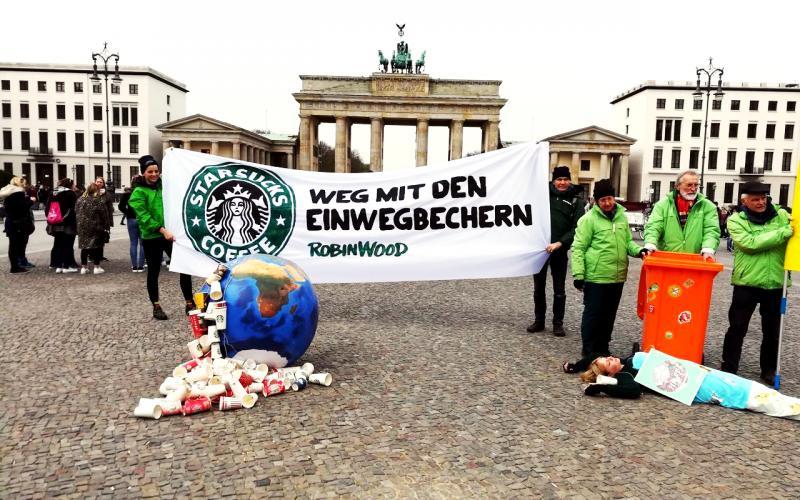 Foto Becher-Aktion Berlin Meerjungfrau