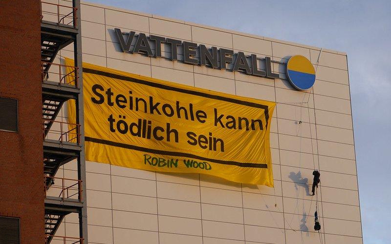 Banner am Kohlekraftwerk Moabit