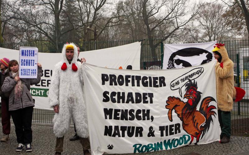 Protest gegen Ausweitung der Schlachtanlage in Niederlehme zum Erörterungstermin am 30.3.17
