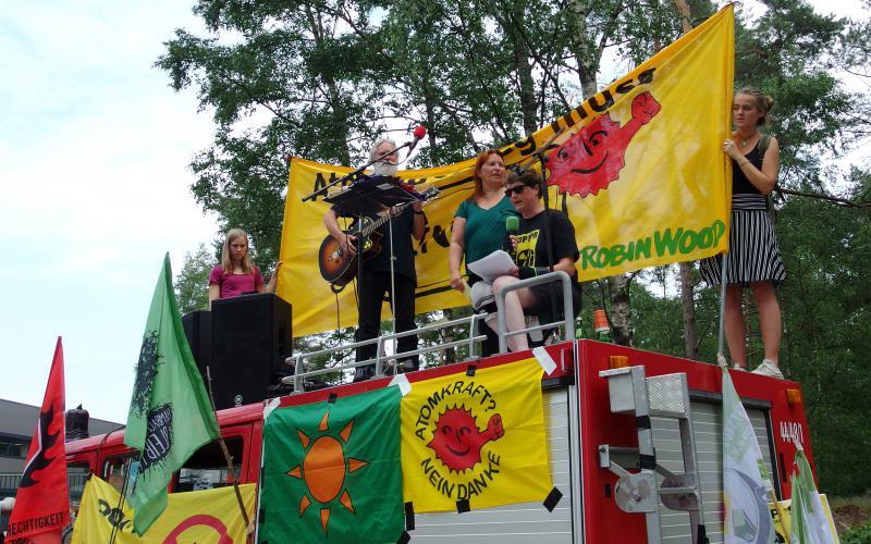 Rede von Cécile Lecomte bei der Demontration
