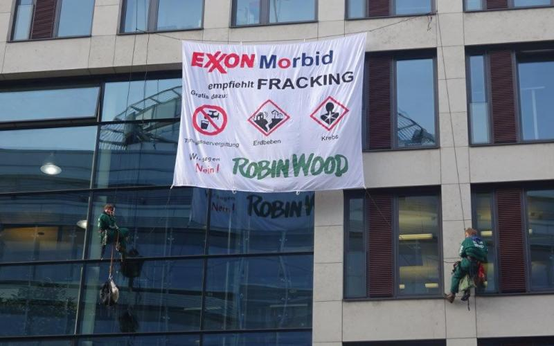 ROBIN WOOD-Protest bei Exxon Mobil-Firmenzentrale, November 2015, Hamburg