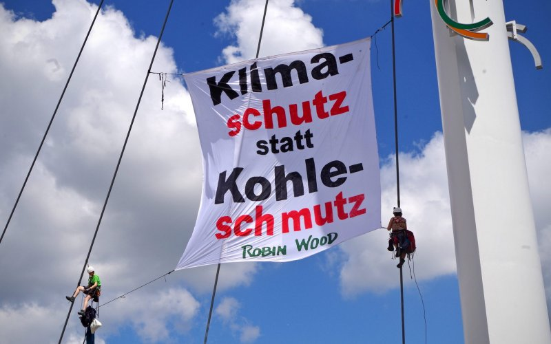 ROBIN WOOD Aktion bei Fridays for Future Demo in Aachen