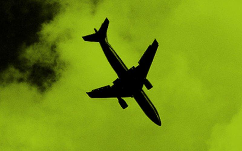 Bild Flugzeug vor Himmel