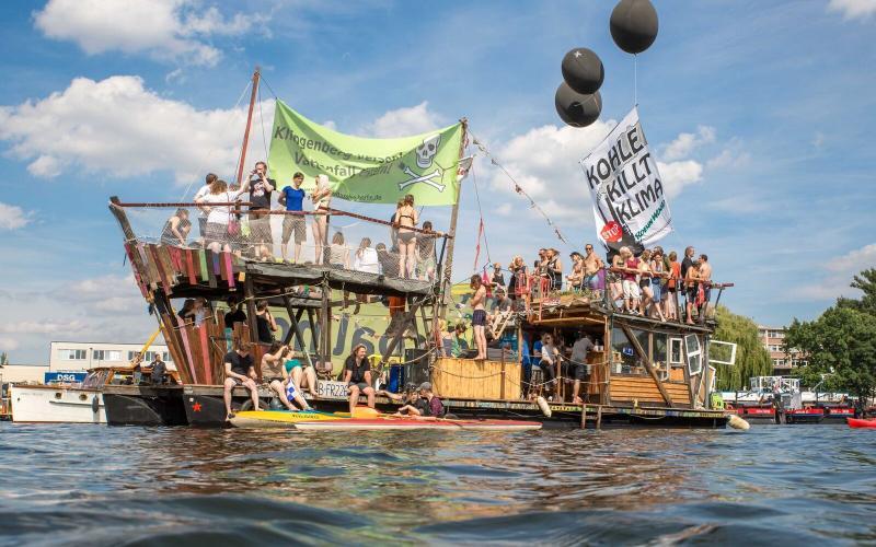 """Coal & Boat"" Protest Berlin Klingenberg"