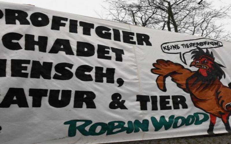 Königs Wusterhausen Aktion zu Wiesenhof Schlachtanlage